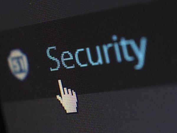 هل ملفاتي المرفوعة على الموقع آمنة؟